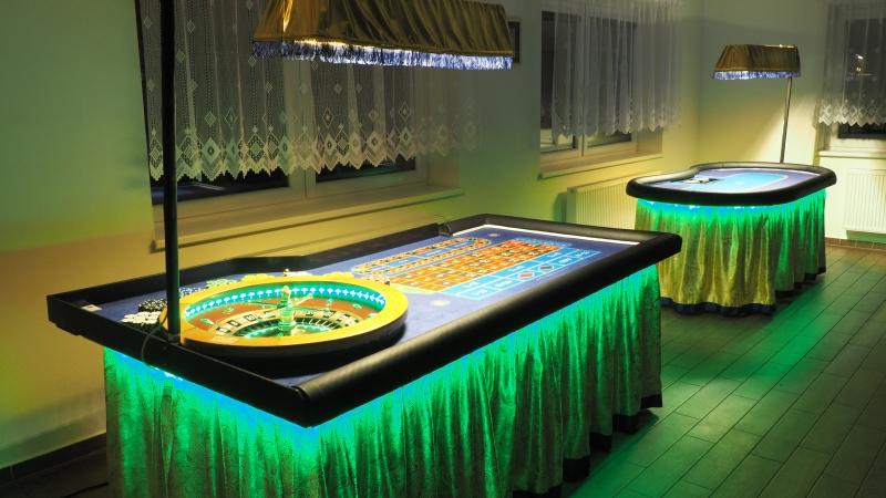 Gold Casino stoly v zelené
